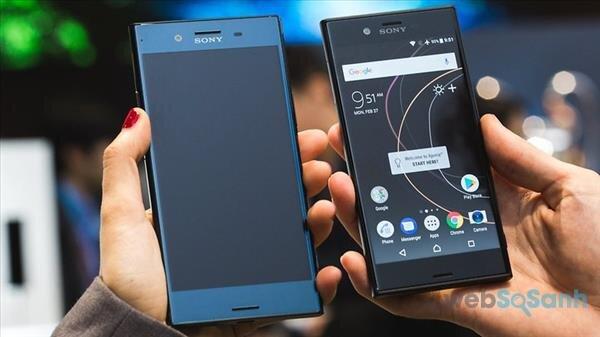 Sony Xperia XZs (phải) và XZ Premium
