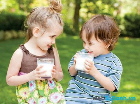 Sữa bột Abbott Pediasure B/A giàu canxi giúp bé phát triển chiều cao
