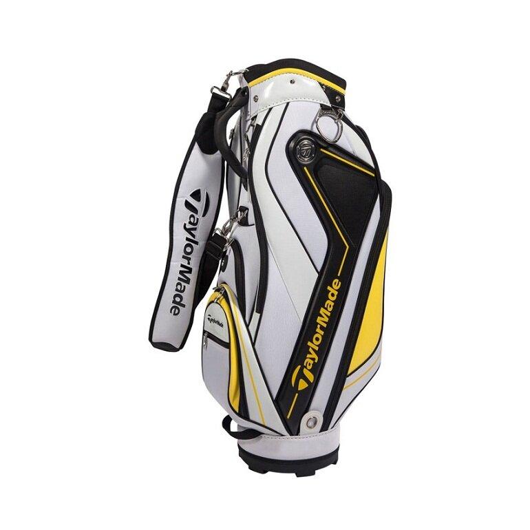 Chân đế túi đựng gậy golf Taylormade vững chắc ổn định, giúp túi có thể đứng thẳng trong suốt quá trình chơi golf