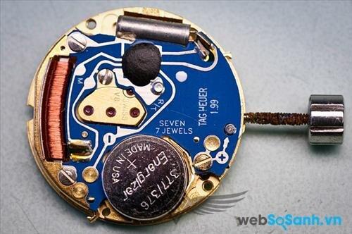 Đồng hồ quartz có vấn đề ở pin
