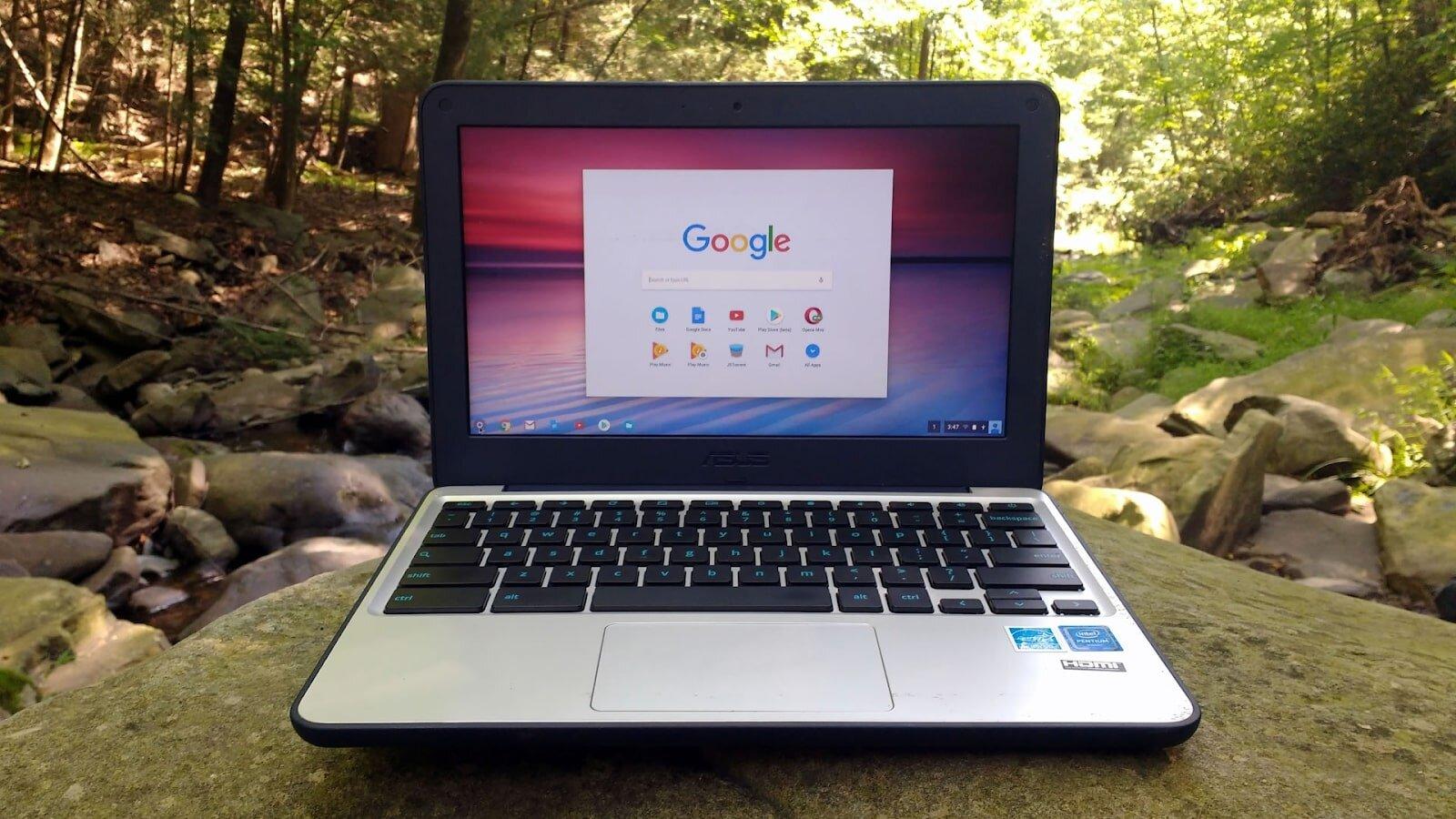 Chiếc laptop ASUS Chromebook C202SA-YS02 có khả năng chống nước
