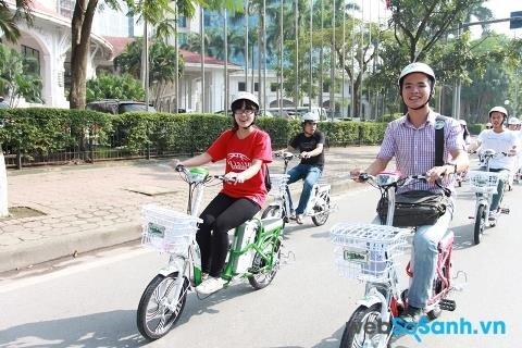 Bắt buộc phải đội mũ bảo hiểm với tất cả mọi người điều khiển xe đạp điện