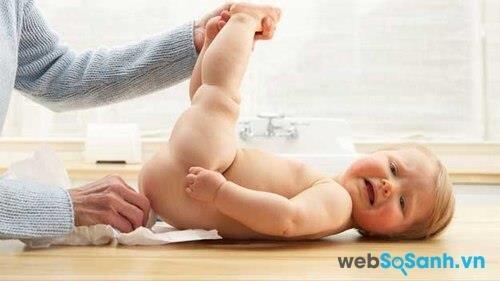 Bé dưới 3 tháng tuổi nên tuyệt đối đo nhiệt độ ở hậu môn