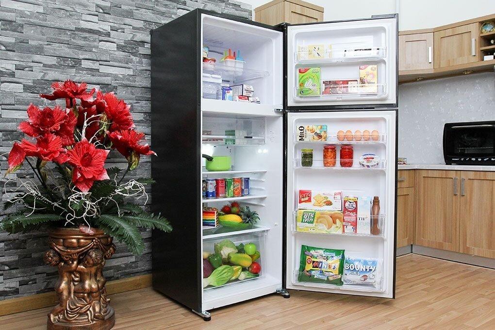 Sản phẩm tủ lạnh Sharp SJ-X176E với thiết kế hiện đại trên chất liệu thép không gỉ cao cấp.