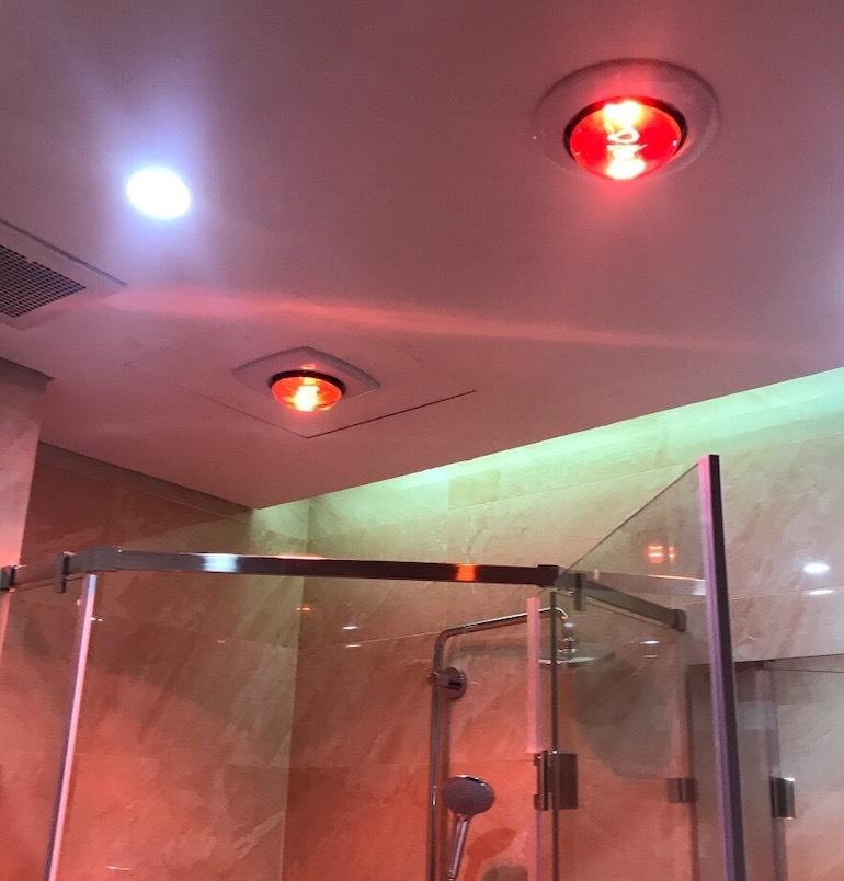 Phân biệt đèn sưởi hồng ngoại nhà tắm bằng màu sắc bóng đèn