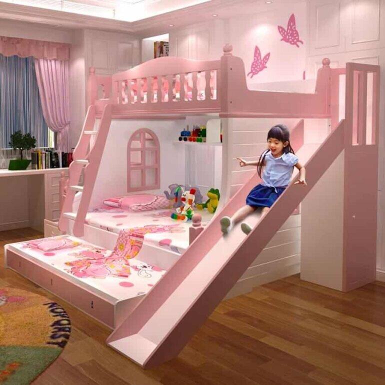 Bé thực sự thích nằm trên tầng 2 của giường