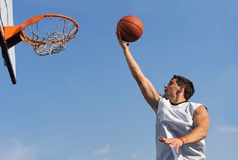 Chơi bóng rổ có tác dụng đốt cháy calo và tăng chiều cao