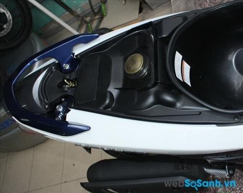 Bình xăng của Suzuki Impulse được đặt dưới cốp xe