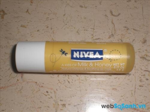 Son dưỡng môi Nivea A Kiss of Milk & Honey Lip Care