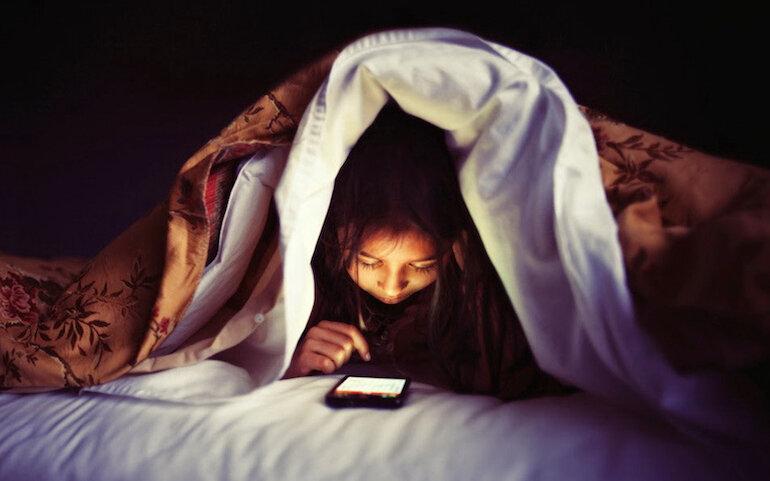 Đọc ebook gây mỏi mắt,đau mắt, các hội chứng về mắt và dễ chán nản khi đọc.
