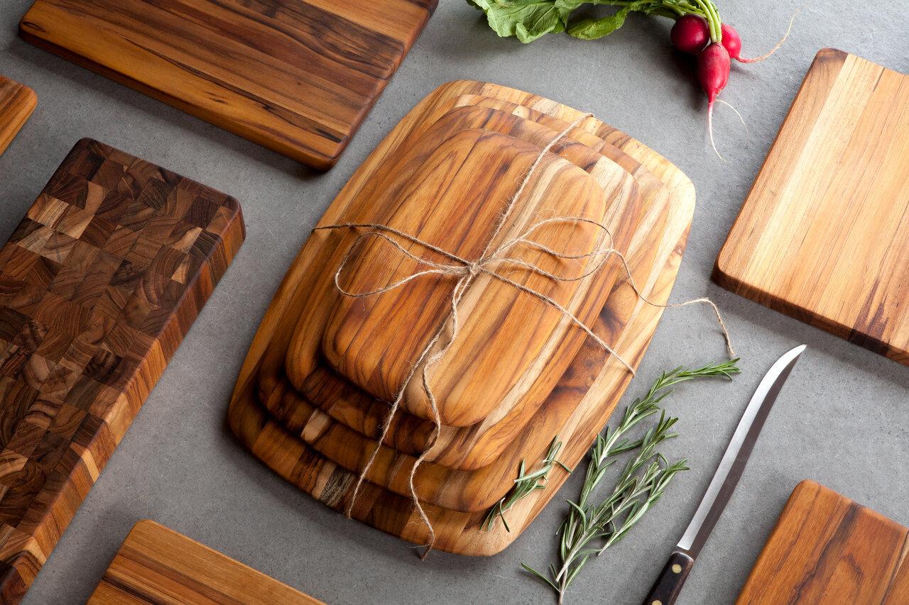 Dù dùng thớt nhựa hay gỗ bạn cũng chỉ nên sử dụng 1 mặt