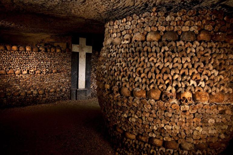 Hầm mộ dưới lòng đất Paris (Pháp)