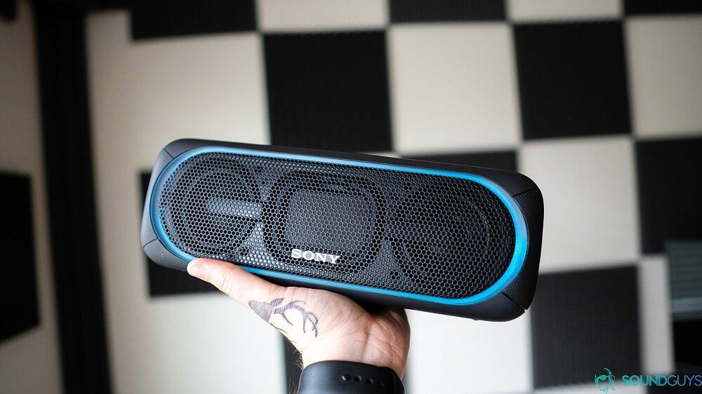 Loa Bluetooth Sony XB40 trang bị nhiều đèn LED đẹp mắt