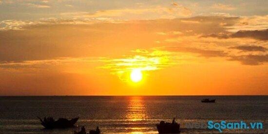Bình minh trên biển Thiên Cầm (nguồn: internet)