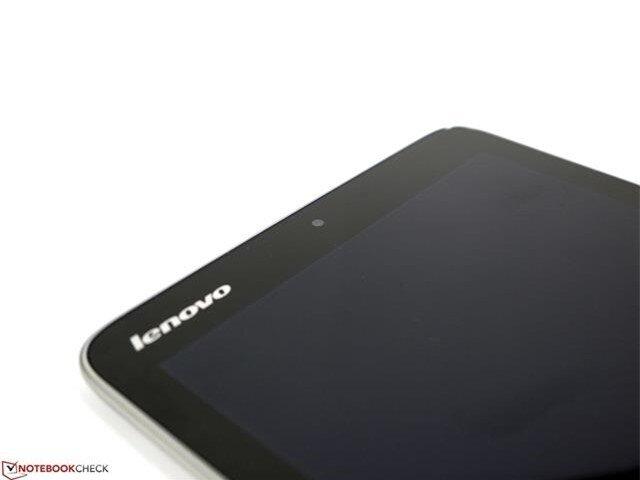 Viền màn hình phía trước của máy có logo thương hiệu Lenovo nổi bật với tông màu trắng và cụm camera phụ 2MP