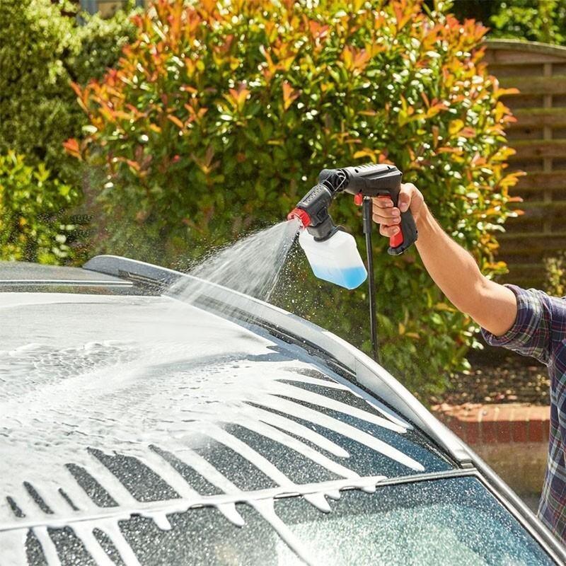 Vệ sinh ô tô dễ dàng với máy xịt áp cao