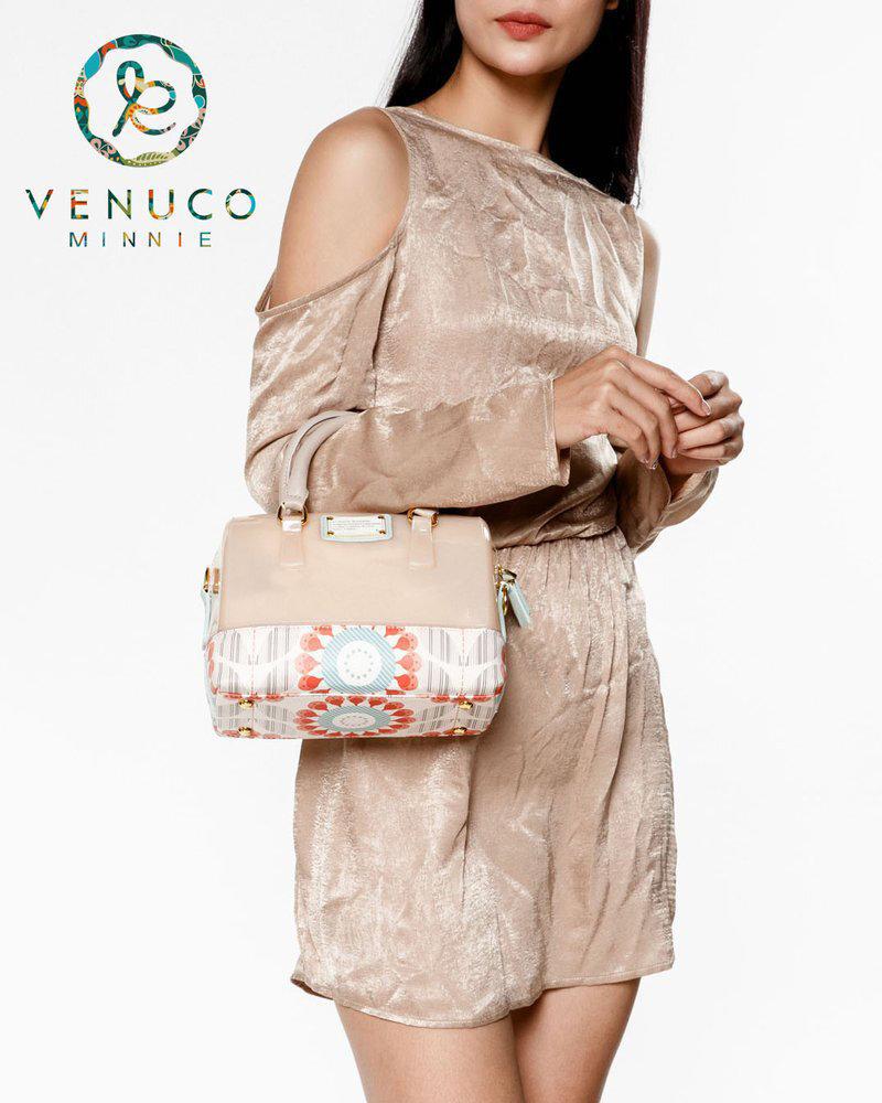 Venuco Madrid S160 được làm từ chất liệu da PU cao cấp, siêu bền với những đường may rõ nét