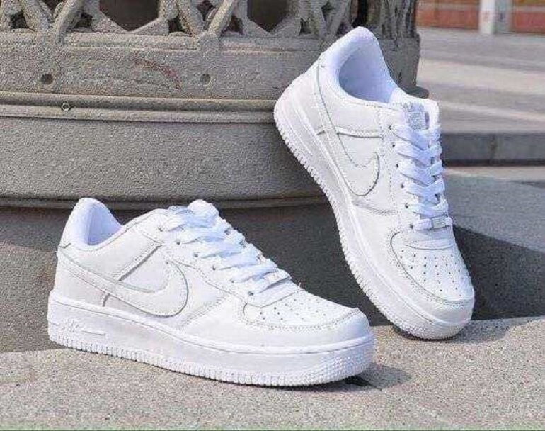 giày thể thao nữ nike trắng