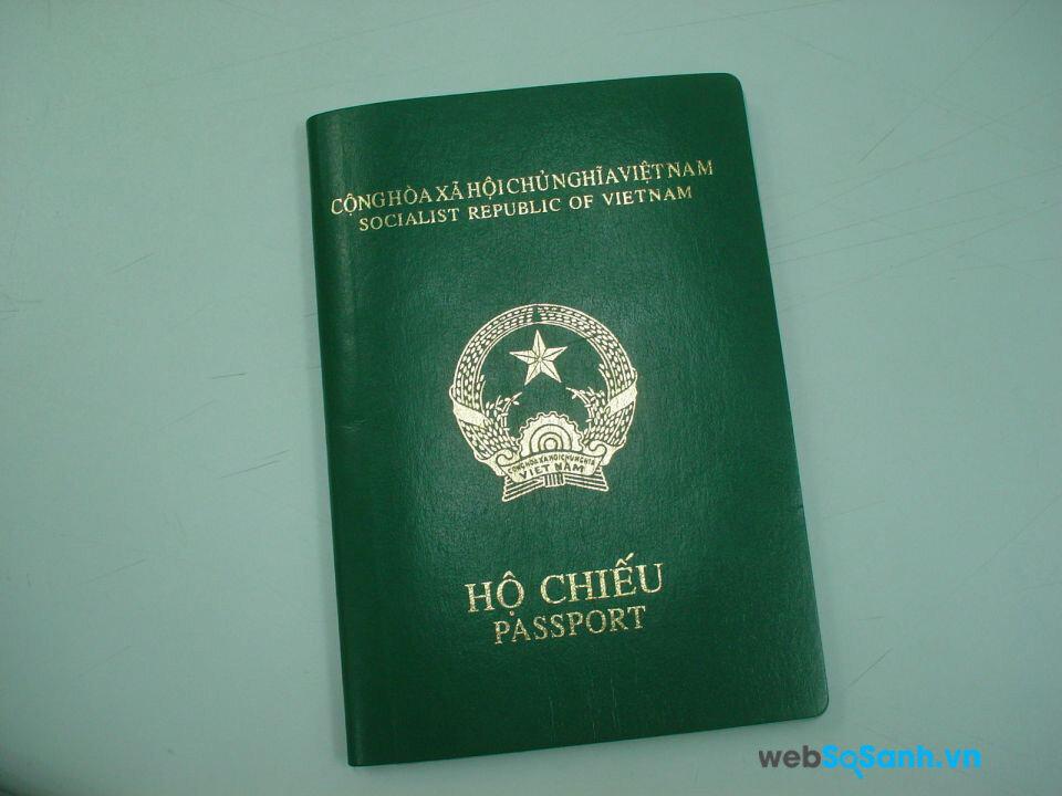 Hộ chiếu là giấy tờ bắt buộc nếu bạn muốn ra nước ngoài