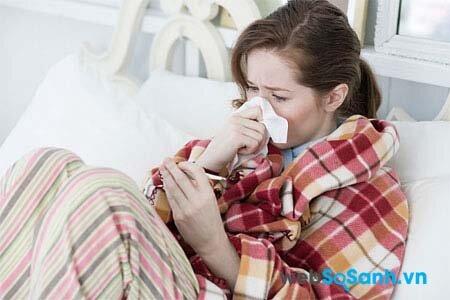 Hắt hơi, sổ mũi là biểu hiện của cảm lạnh