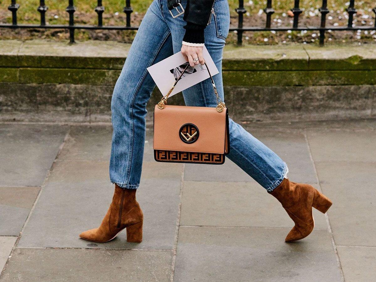 Giày Ankle boots mang đến sự sành điệu khi bạn diện cùng với quần ôm hoặc chân váy chữ A