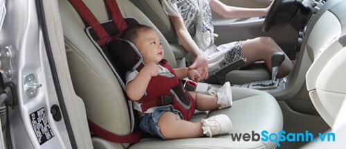 Cho bé ngồi ghế đầu sẽ giúp bé khó bị say xe hơn