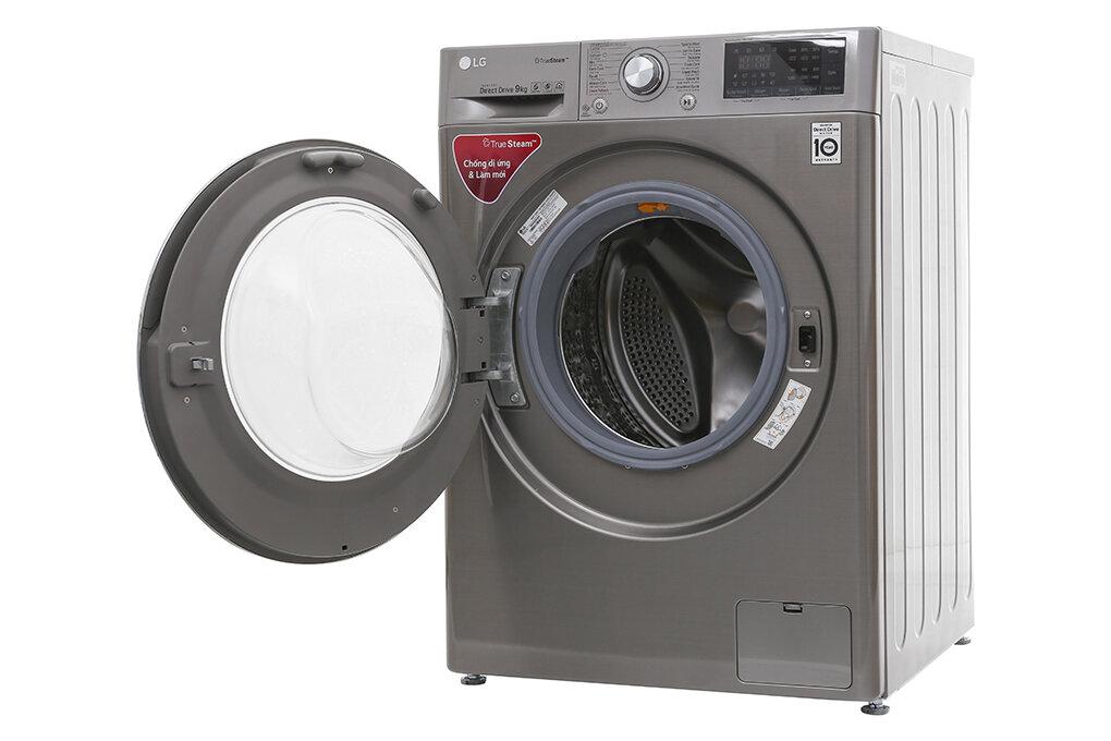Cửa kính lớn giúp bạn dễ theo dõi tiến trình giặt của máy