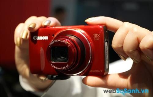 Máy ảnh compact Canon PowerShot SX600 HS có thiết kế nhỏ gọn và thời trang