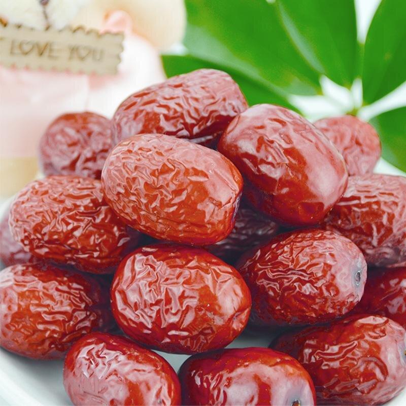Táo đỏ hầm với cây nhỏ nồi rất bổ dưỡng
