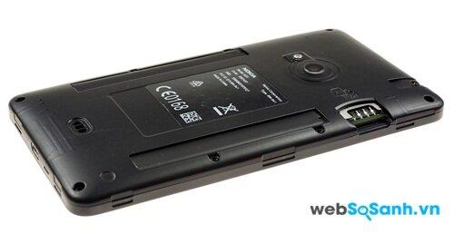 Không có thiết kế nguyên khối nhưng pin của Lumia 625 là không thể tháo rời