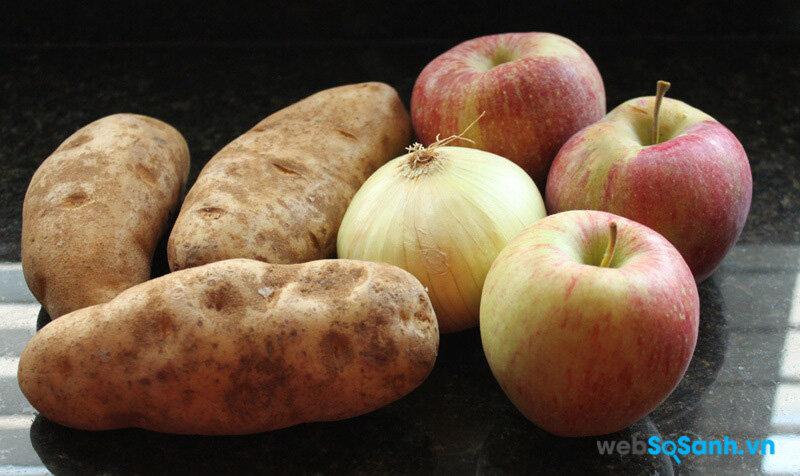 Để táo và khoai tây cạnh nhau để giữ chúng lâu bị hỏng