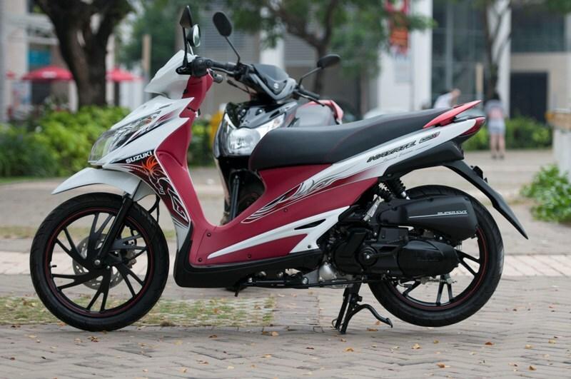 Suzuki Hayate với yếm đỏ ấn tượng