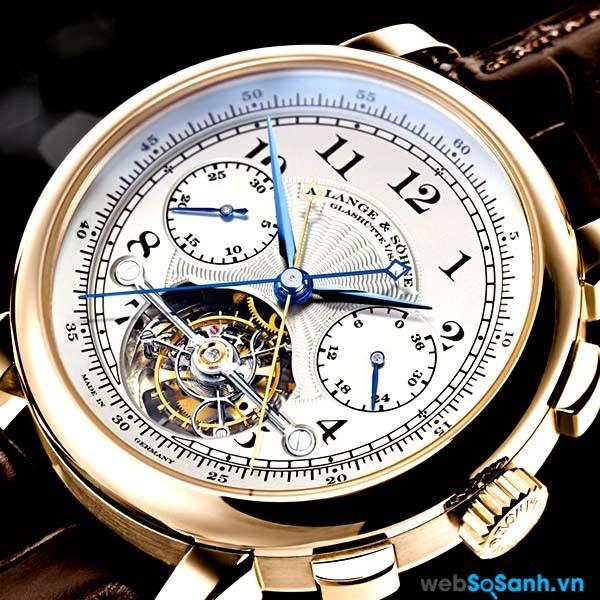 Một thiết kế tỉ mỉ, cao cấp của một đồng hồ cơ