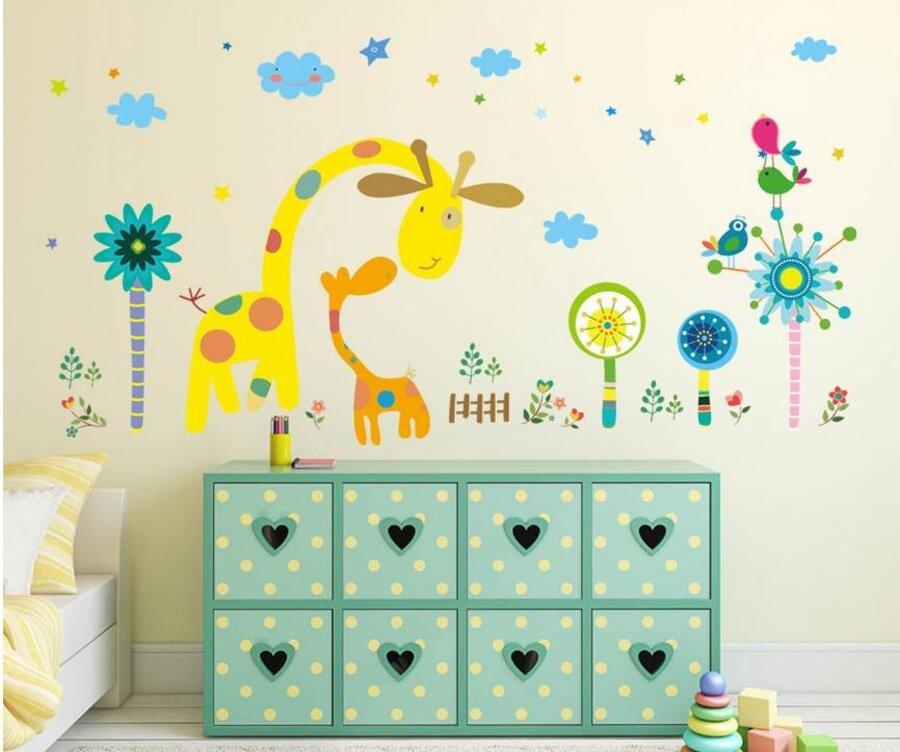 Tái hiện căn phòng ngộ nghĩnh, đáng yêu cho con với chú hươu vàng hiền lành, cỏ cây hoa lá tô điểm xung quanh