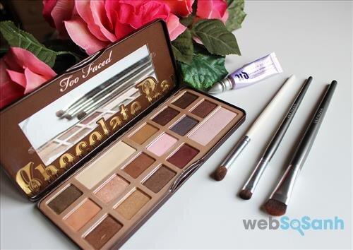 Hộp phấn mắt Chocolate Bar Eyeshadow Collection có bảng màu gồm 16 tone khá dễ dùng