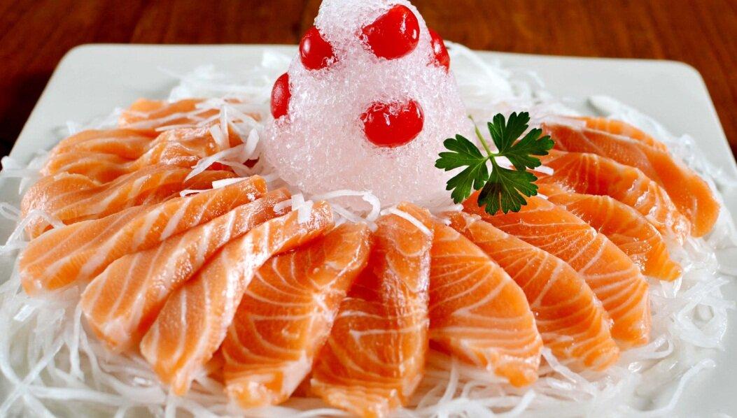 Cá hồi không chỉ có giá trị đắt mà còn mang lại nguồn dinh dưỡng tuyệt vời cho sức khỏe cũng như não bộ