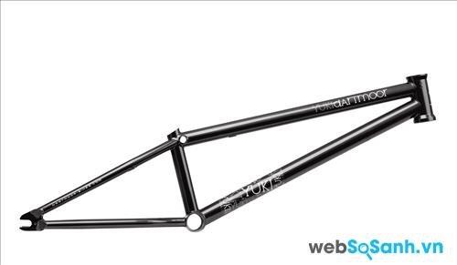 Khung xe đạp BMX thường từ thép hoặc hợp kim