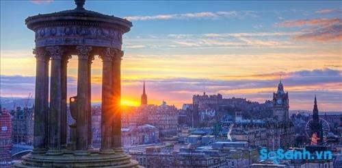Chiều hoàng hôn ở Edinburgh nhìn từ trên cao