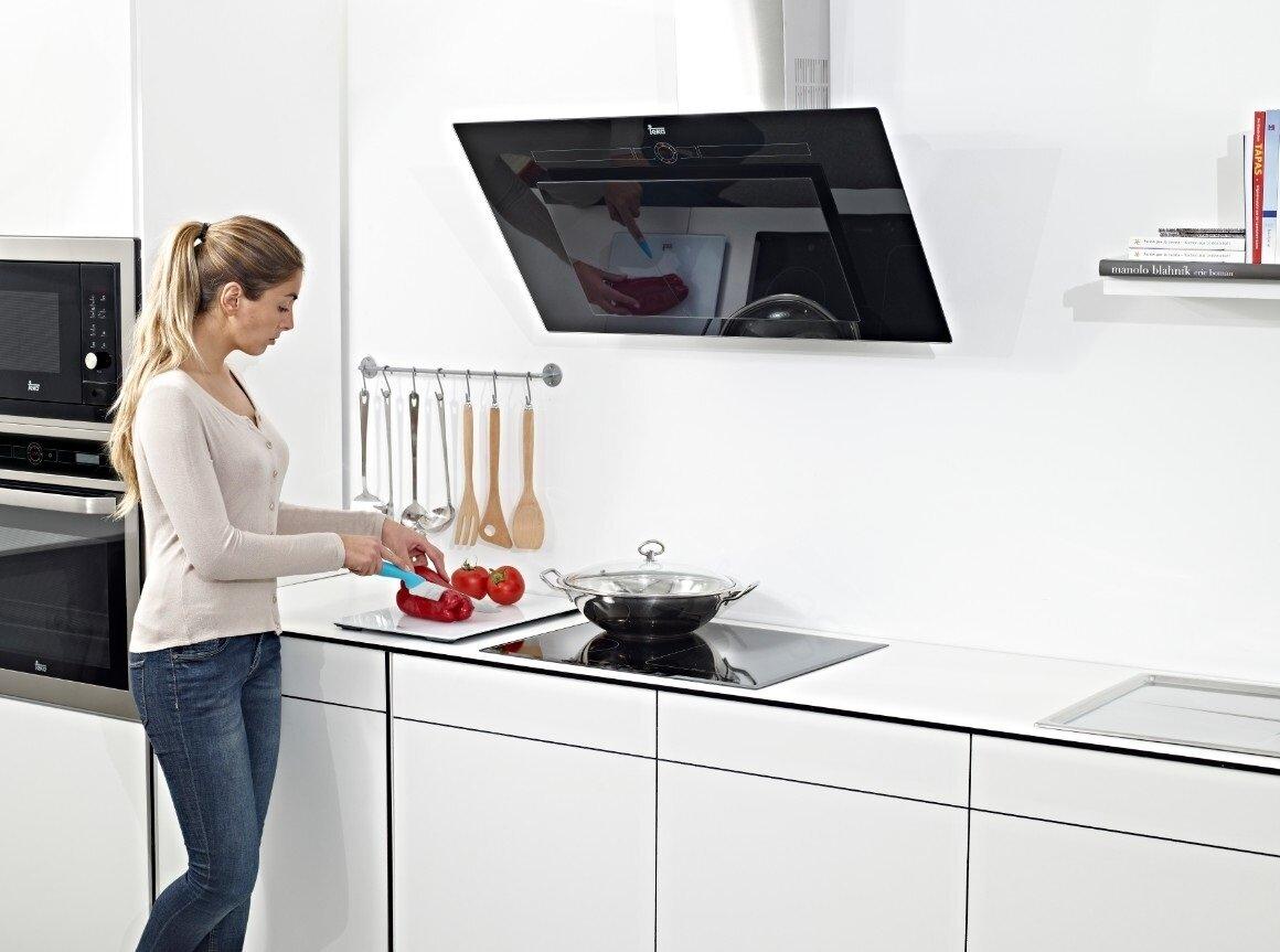 Máy hút mùi là thiết bị nhà bếp hiện đại và vô cùng hữu dụng mà mỗi gia đình nếu có điều kiện nên sắm