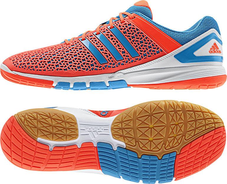 Giày bóng bàn Adidas có giá bán đa dạng