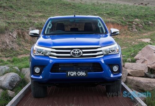 Mặt nạ phía trước đầy tinh tế của Toyota Hilux 2016