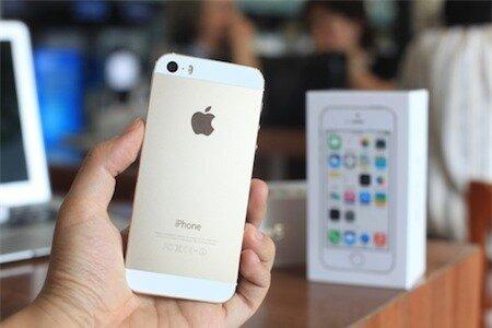 Người dùng Việt Nam đổ xô đi mua điện thoại iPhone mới mỗi lần ra mắt.