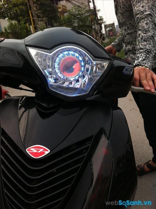 Thay đèn pha cho xe máy là phương thức