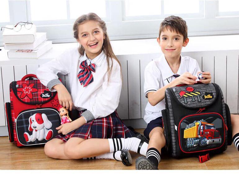 Cặp chống gù nga Delune thiết kế đáng yêu cho bé trai và bé gái.