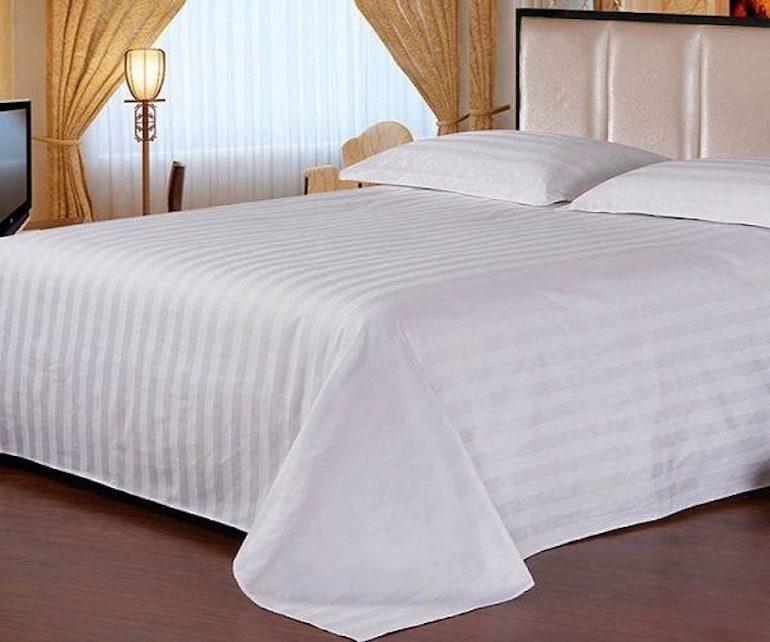 Mẫu ga trải giường màu trắng kẻ sọc