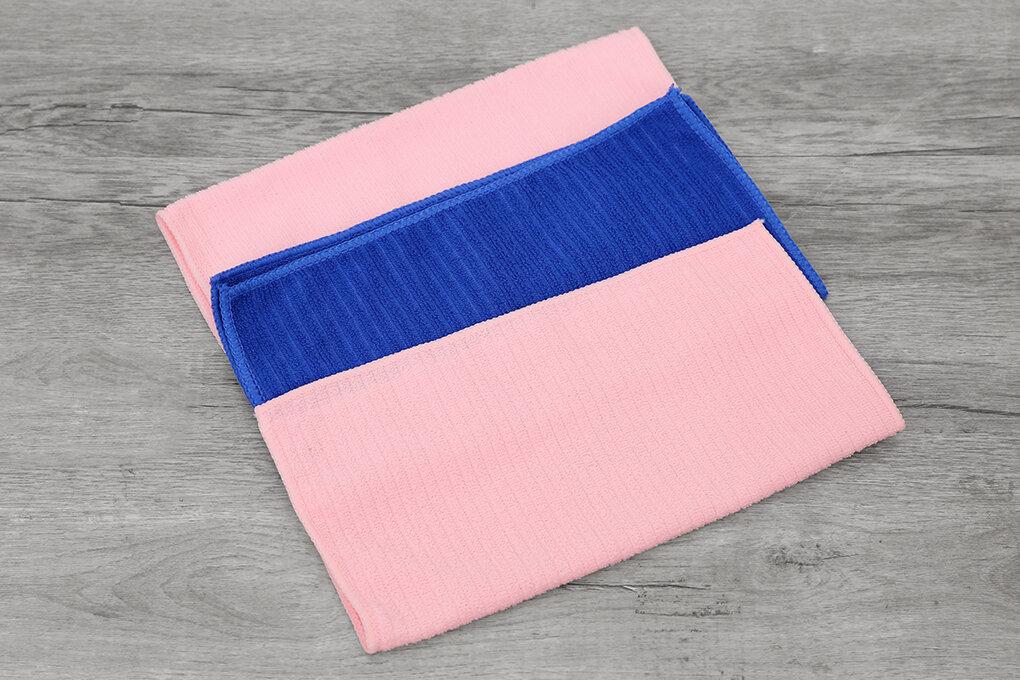 Sử dụng khăn mềm chuyên dụng để lau chùi laptop