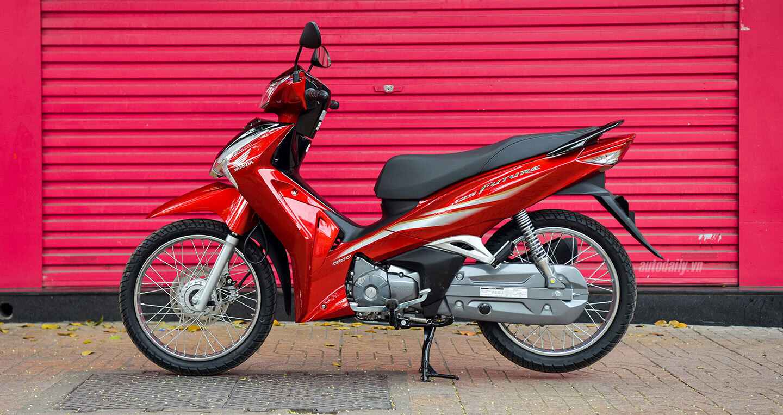 Honda Future 2019 phiên bản tiêu chuẩn vành nan hoa màu đỏ đen sang trọng.