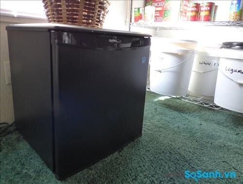 Nơi đặt tủ lạnh bị ẩm có thể là nguyên nhân khiến tủ lạnh mini bị ẩm