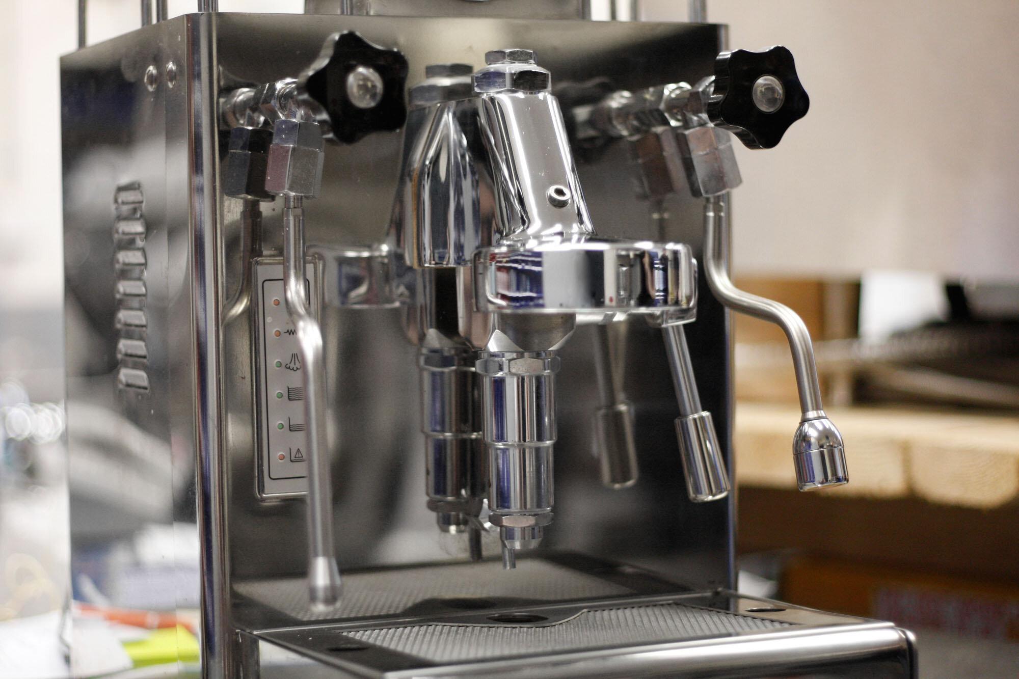 Hình ảnh của một chiếc Group Head trong máy pha cà phê