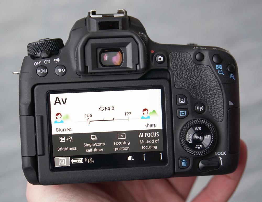 Tính năng Live view cho phép kiểm tra hình ảnh trước khi chụp